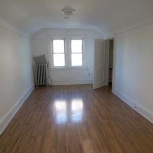 房屋出租 - 皇后区--Elmhurst--步行5分钟到EFMR#7地铁站2房1卫租1500